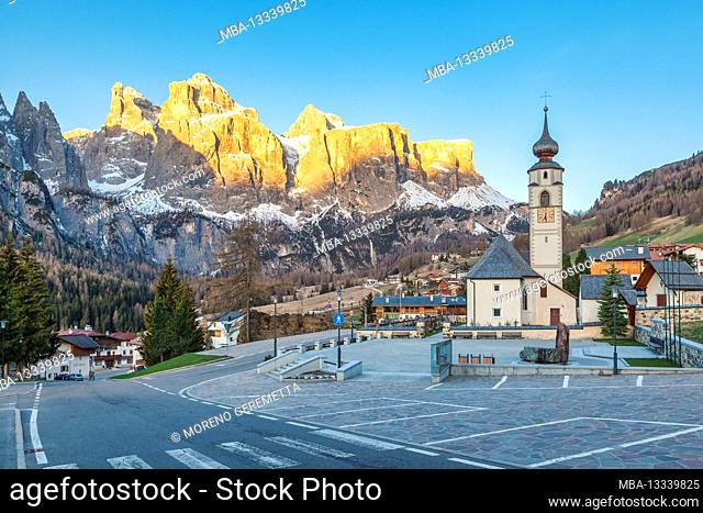Colfosco, Alta Badia, Dolomites, South Tyrol, Italy. The village and the church of San Vigilio with the Sella group in background