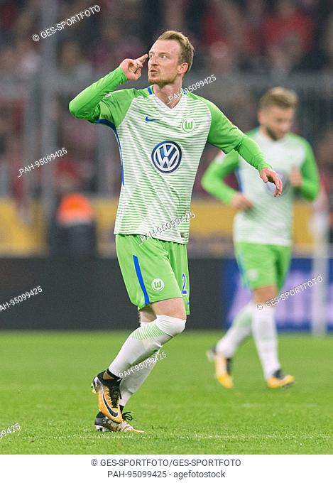 Torjubel zum 2-1: Torschuetze Maximilian Arnold (VfL Wolfsburg)/re. per Freistoss. GES/ Fussball/ 1. Bundesliga: FC Bayern Munich - VfL Wolfsburg, 22