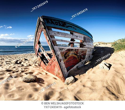 Abandoned boat. Caños de Meca, Trafalgar, Cadiz, Costa de la Luz, Andalusia, Spain