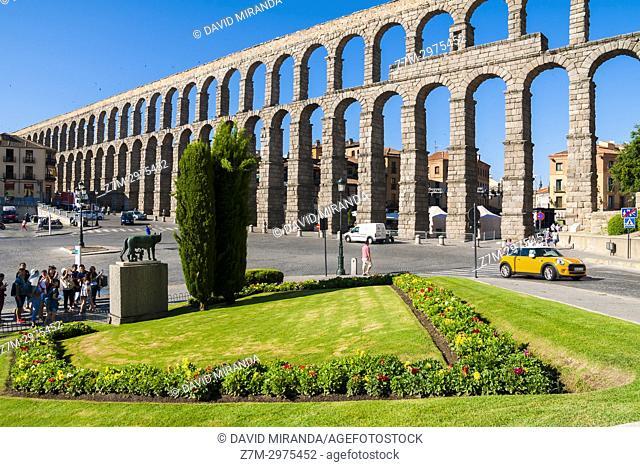 Luperca o loba capitolina y acueducto romano de Segovia. Castilla León. España. Ciudad patrimonio de la humanidad. Unesco
