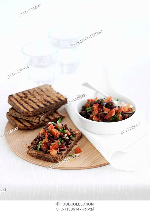 Bruschetta with kidney beans and tomatoes