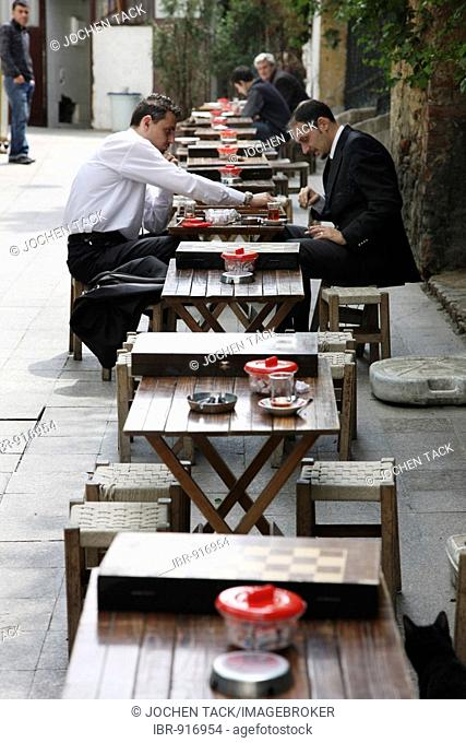 Cafe with men playing backgammon on the shopping street Istiklal Caddesi, Beyoglu district, Istanbul, Turkey