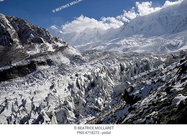 Pakistan, Gilgit Baltistan area, Nagar valley, Minapin glacier , view above the Minapin glacier and the high snowy mountains of the Rakaposhi range