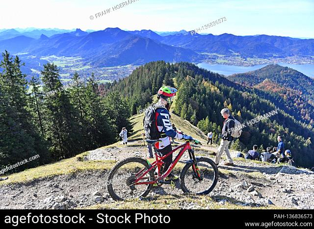 Golden October hike to Baumgartenschneid over the Tegernsee on October 25th, 2020. Wonderful hiking weather attracts many excursionists - including a mountain...