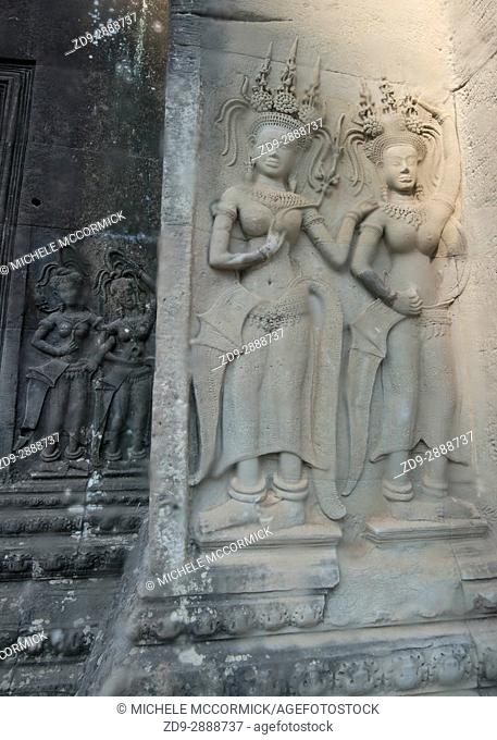 Hindu figures decoratively carved into the walls at Angkor Wat