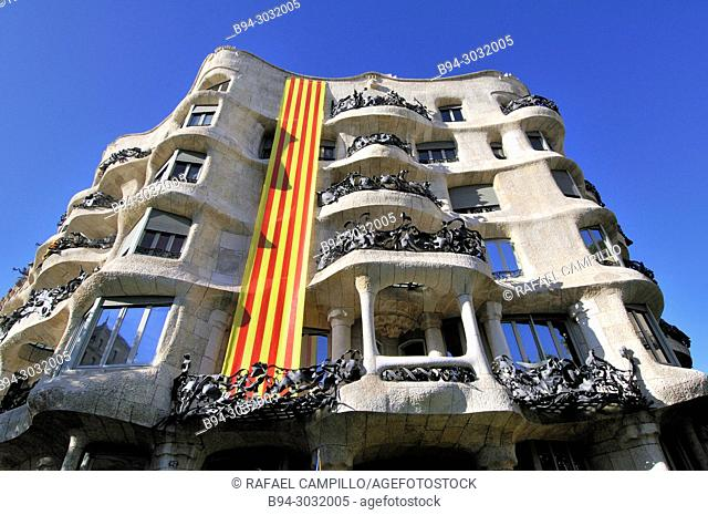 La Pedrera, Milà house. Political demonstration for the independence of Catalonia. Estelades, Catalan independent flags. October 2017
