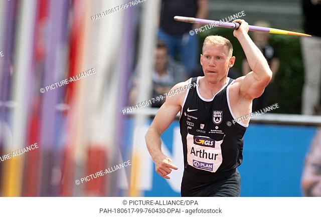 17 June 2018, Germany, Ratingen: Athletics: Mehrkampf-Meeting. Arthur Abele of Germany in action with a javelin during the decathlon