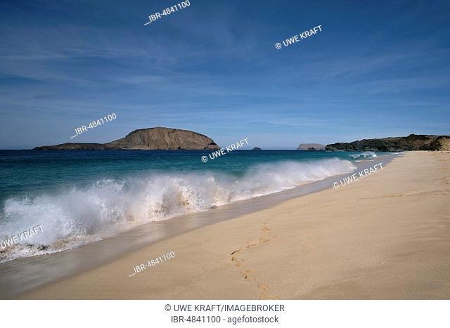 Waves at the sandy beach, Playa de las Conchas in the north, La Graciosa, Canary Islands, Spain