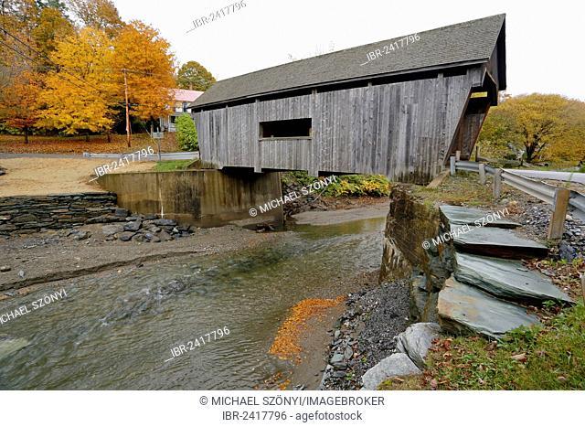 Warren Covered Bridge in autumn, Lincoln Gap, Warren, Vermont, USA