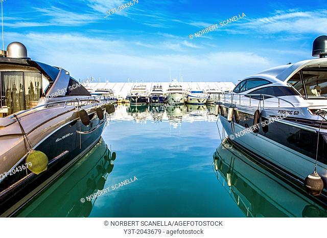 Europe, France, Alpes-Maritimes, Antibes. Marina