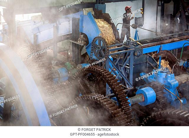 MACHINE USED FOR CRUSHING THE SUGAR CANE AND EXTRACTING THE JUICE, LA FAVORITE RUM DISTILLERY, FORT-DE-FRANCE, MARTINIQUE, FRENCH ANTILLES, FRANCE