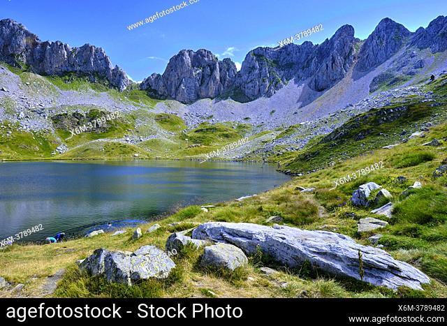 Ibon de Acherito mountain glaciar lake. Ibon de Acherito route. Valles Occidentales Natural Park. Huesca, Aragon, Spain, Europe
