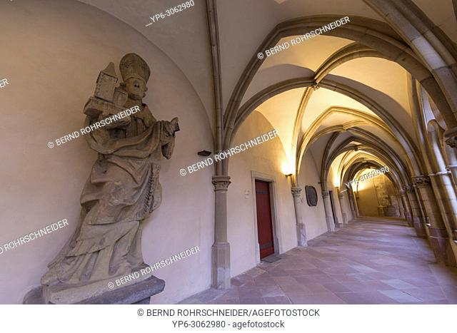 Cloister of Cathedral of Trier with statue, World Heritage Site, Trier, Rhineland-Palatinate, Germany