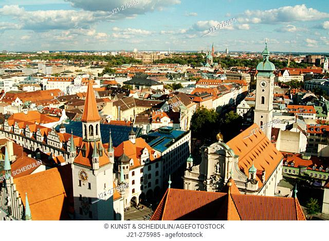View over Munich from the steeple of Peter's Church (Peterskirche): Old Town Hall (Altes Rathaus) on the left and Holy Ghost Church (Heilig-Geist Kirche) on the...