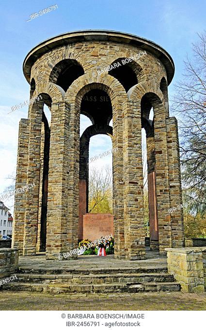 Wreath laying, memorial day, war memorial, Beckum, Muensterland region, North Rhine-Westphalia, Germany, Europe, PublicGround