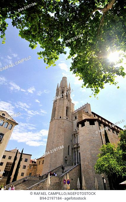 Collegiate Church of Sant Feliu. Is noteworthy from an architectural point of view. Its style is 14th-century Gothic, the façade dating from the 18th