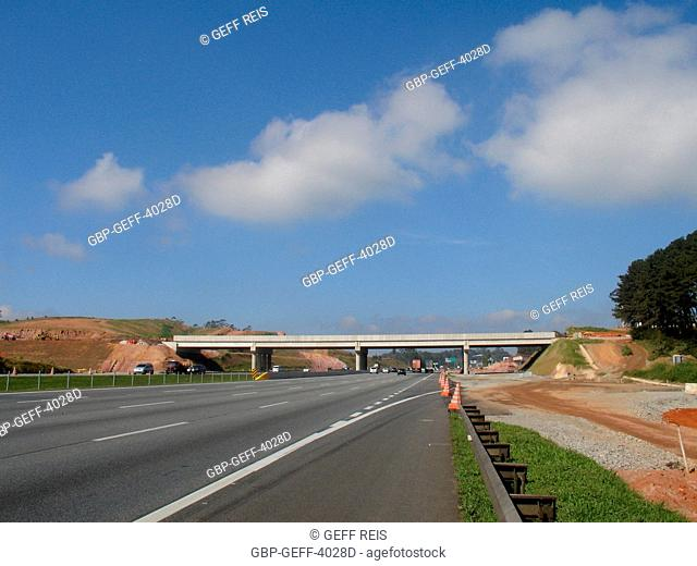 Construction of the South Passage of Rodoanel, Imigrantes Highway, São Paulo, Brazil