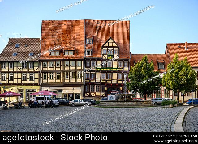 01 September 2021, Saxony-Anhalt, Quedlinburg: View of the facades of the half-timbered houses in the new town of the Unesco World Heritage city