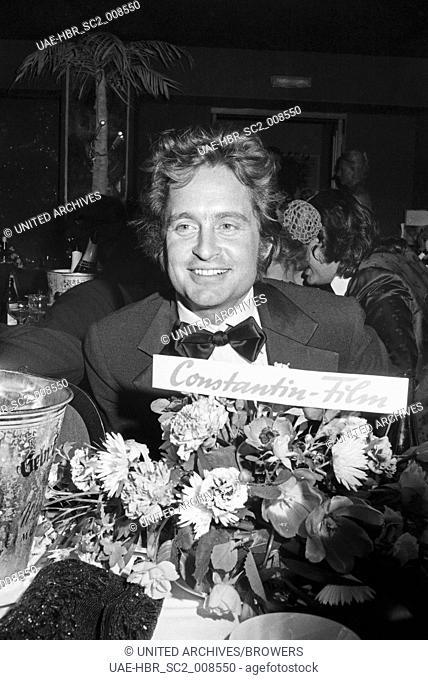 Der amerikanische Schauspieler Michael Douglas beim SPIO Filmball in München 1976, Deutschland 1970er Jahre. American actor Michael Douglas at the SPIO Filmball...