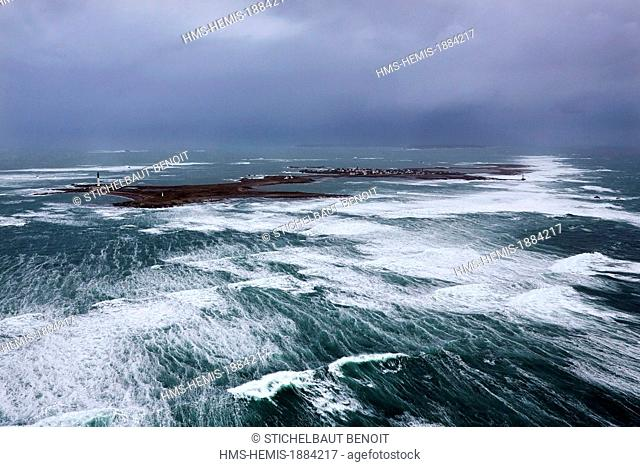 France, Finistere, Iroise Sea, Iles du Ponant, Parc Naturel Regional d'Armorique (Armorica Regional Natural Park), rough sea at Chaussee de Sein in the West...
