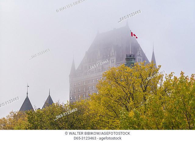 Canada, Quebec, Quebec City, Chateau Frontenac Hotel, fog, autumn