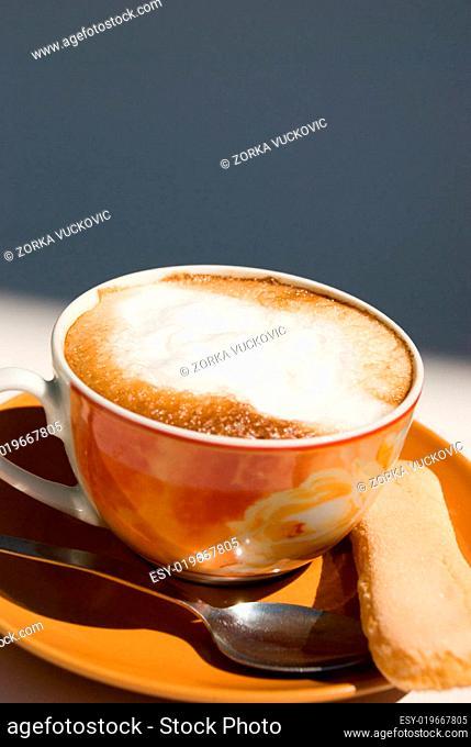 cappuccino mit butterkeks