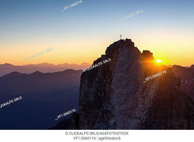 Sesto/Sexten, Dolomites, South Tyrol, Italy. Sunrise over the Cima Una/Einser