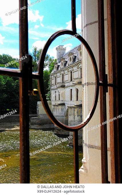 France, Loire Valley, Indre-et-Loire, Chenonceaux, Château de Chenonceau on the Cher River, View through Library window