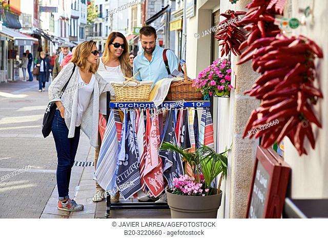 shopping tourists, Tour, Sant Jean de Luz, Aquitaine, Pyrenees Atlantiques, France, Europe