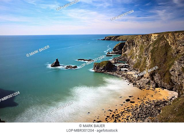 England, Cornwall, Bedruthan Steps. Rugged Cornish coastline at Bedruthan Steps named after a mythological giant 'Bedruthan' who was said to have used rock...