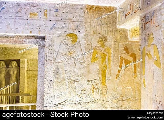 Egypt, Guizeh, tomb of the Queen Meresankh III, grand-daughter of Kheops and wife of Khephren. Main room, West wall, Hetepheres II
