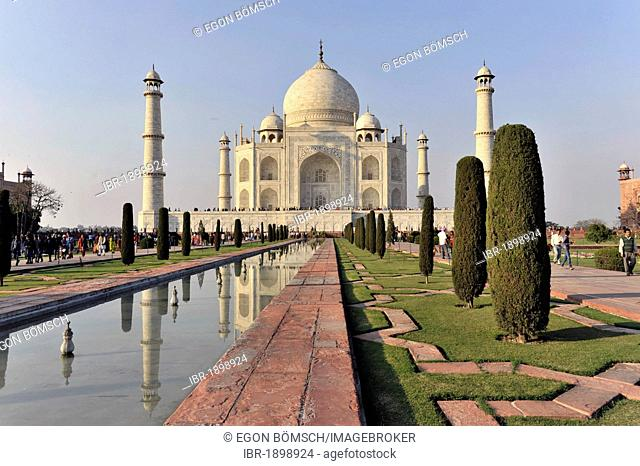 Taj Mahal mausoleum, UNESCO World Heritage Site, Agra, Uttar Pradesh, India, Asia