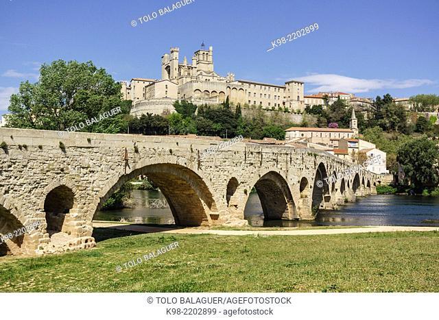 Pont Vieux and Saint-Nazaire Cathedral, 13th-14th Century, Beziers, Hérault department, Languedoc-Roussillon, France