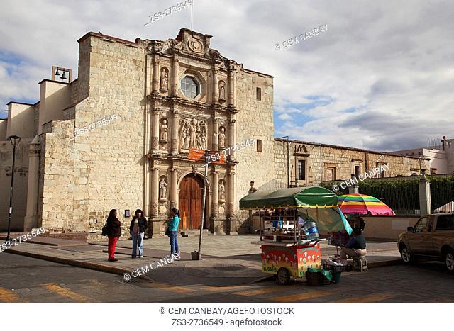 People in front of the Templo y Convento de San Augustin-Temple and Convent of San Augustin at the historic center, Oaxaca, Oaxaca State, Mexico, North America