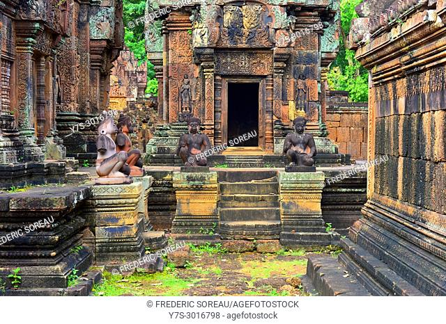 Banteay Srei temple near Angkor, Siem Reap, Cambodia, South East Asia, Asia
