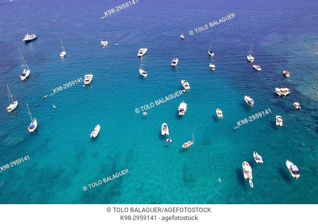 Recreation boats, Es Coll Baix beach, Alcudia, Mallorca, Balearic islands, Spain