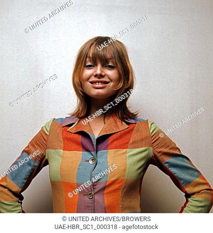 Die deutsche Schauspielerin und Fotomodell Andrea Rau, Deutschland 1970er Jahre. German actress and photo model Andrea Rau, Germany 1970s. 6x6Dia37