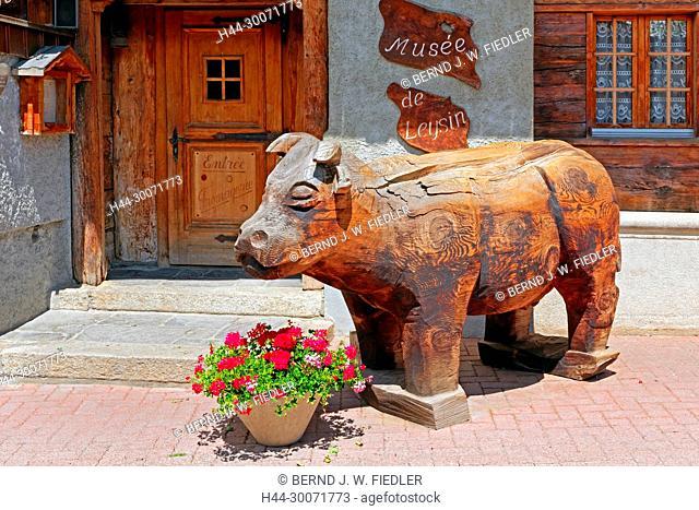 Rue du Village, Käsemuseum, Haus, typisch, Kuh, Holzfigur