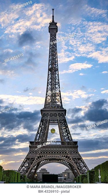 Sunset behind the Eiffel Tower, Champ de Mars, Paris, Ile-de-France, France