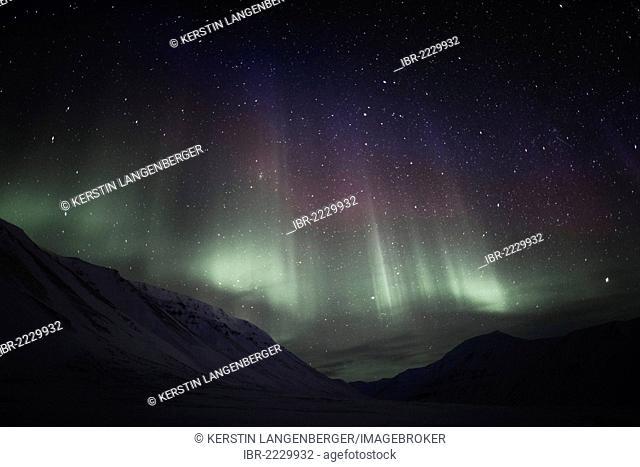 Polar night, green Northern Lights, Aurora Borealis, above the Todalen Valley, starry sky of a moonless night, Longyearbyen, Spitsbergen, Norway, Europe