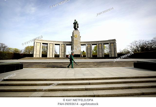 A cleaner cleans parts of the Soviet cenotaph in the Tiergarten park in berlin, Germany, 24 April 2013. Photo: Kay Nietfeld | usage worldwide