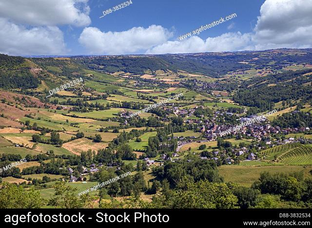 France, Occitanie Region, Aveyron (department 12), agricultural region around the village of Clairvaux d'Aveyron, from a hill
