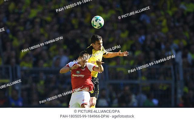 05 May 2018, Germany, Dortmund: Soccer, Bundesliga, Borussia Dortmund vs FSV Mainz 05 at the Signal Iduna Park. Mainz' Alexandru Maxim and Dortmund's Sokratis...