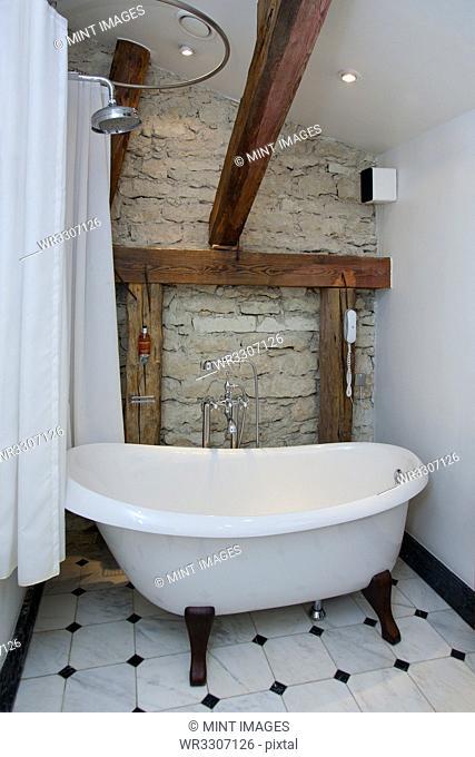 Pdaste Manor Bathtub