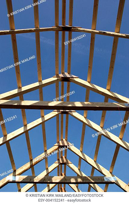 Roof with laths under construction