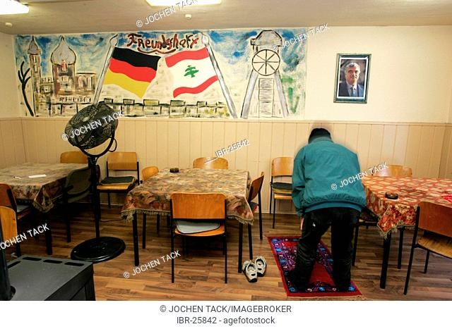 DEU, Germany, Essen :Lebanese-german club. visited mostly by lebanese men. Fatih mosque.Katernberg, poorest city district in western germany