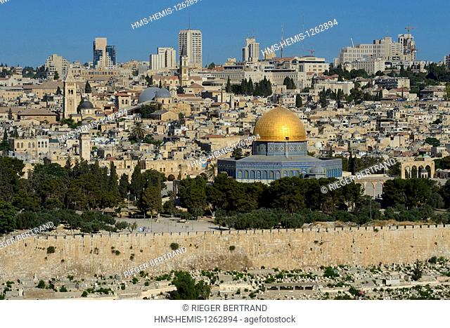 Israel, Jerusalem, holy city, the old town listed as World Heritage by UNESCO, the Dome of the Rock on Haram el Sharif seen from the Mount of Olives