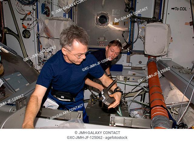 Canadian Space Agency astronaut Robert Thirsk (foreground) and European Space Agency astronaut Frank De Winne, both Expedition 20 flight engineers
