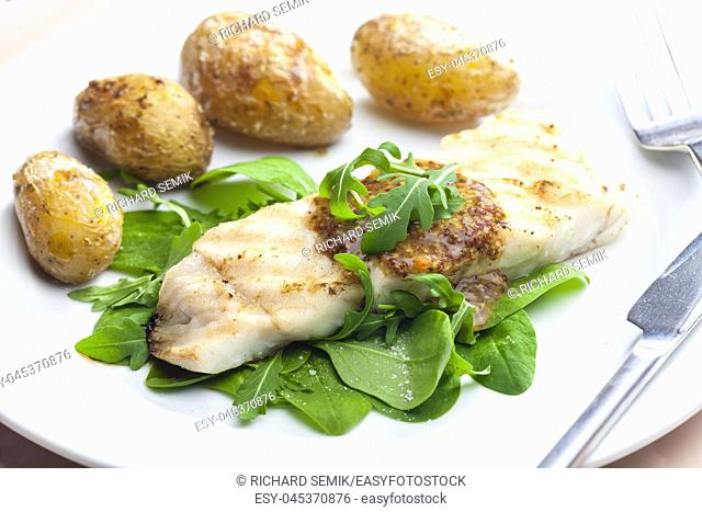 pikeperch with spinach and potatoes