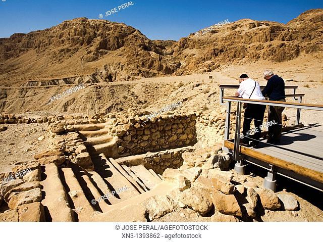 Tourist, Ritual bath, Mikvah, Qumran, Dead Sea, Israel